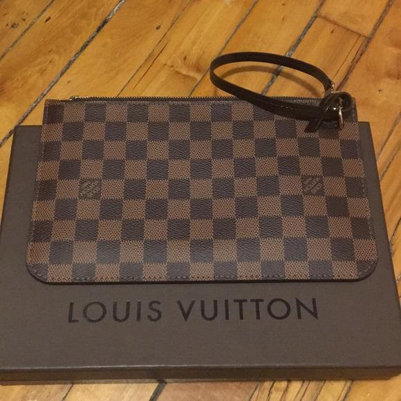 46100a355c0f Louis Vuitton Handbags - Louis Vuitton Damier Ebene Wristlet